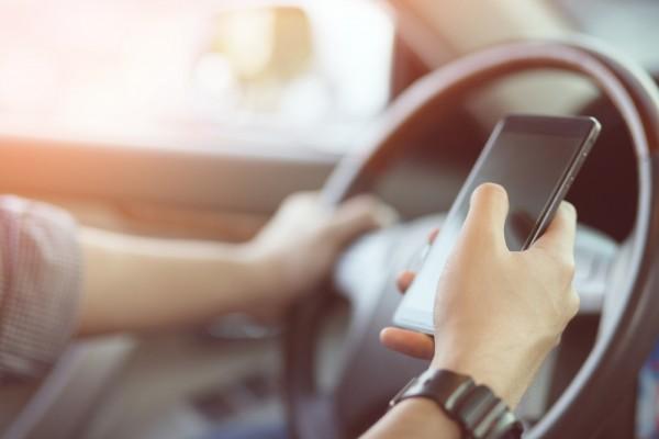 """""""Handy-Verbot"""" gilt auch für Touchscreen des Dienstwagens"""