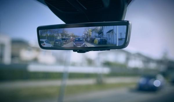 Digitaler Rückspiegel im FORD-Transporter-Leasing
