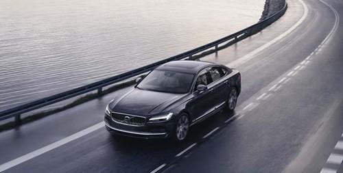 VOLVO-Leasingfahrzeuge künftig mit mehr Kurvensicherheit