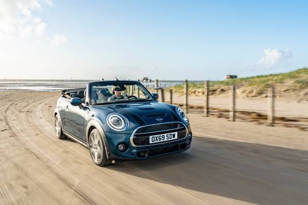 Leasen Sie das extrovertierte MINI Cabrio Sidewalk Edition